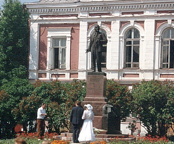 Bride and groom presenting flowers to Lenin. Shot this from the window of our moving bus. Didn't know what it was until I got back to the USA.